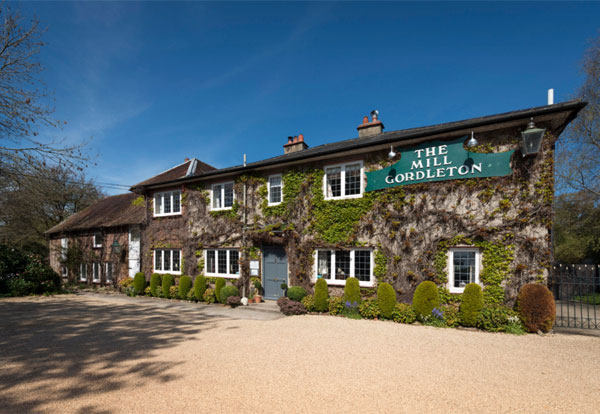 Pub with accommodation in Lymington