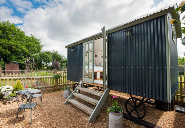 Shepherds Hut B&B in Ringwood