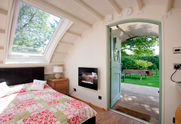 Campsite and glamping pods near Salisbury